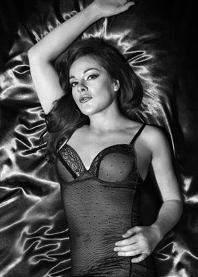 Une sexy putain sur un site web baise - 2 part 9
